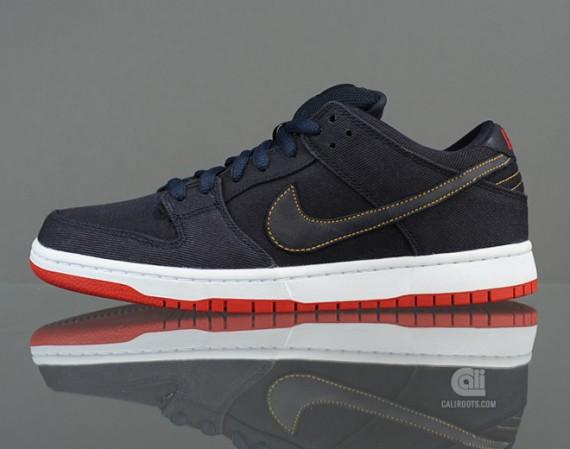 the best attitude d20a0 25de3 Levi's x Nike SB Dunk Low Pro QS – Dark Obsidian | PROE ...