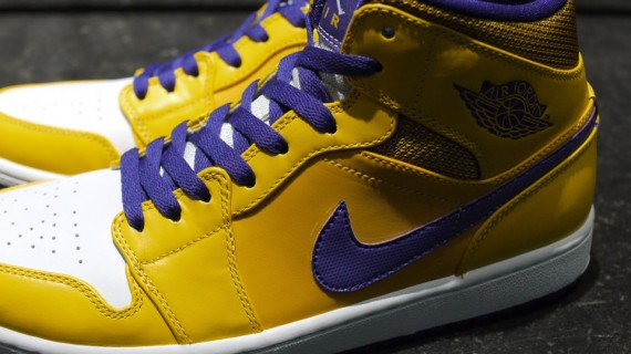 air-jordan-1-mid-lakers-3-570x320
